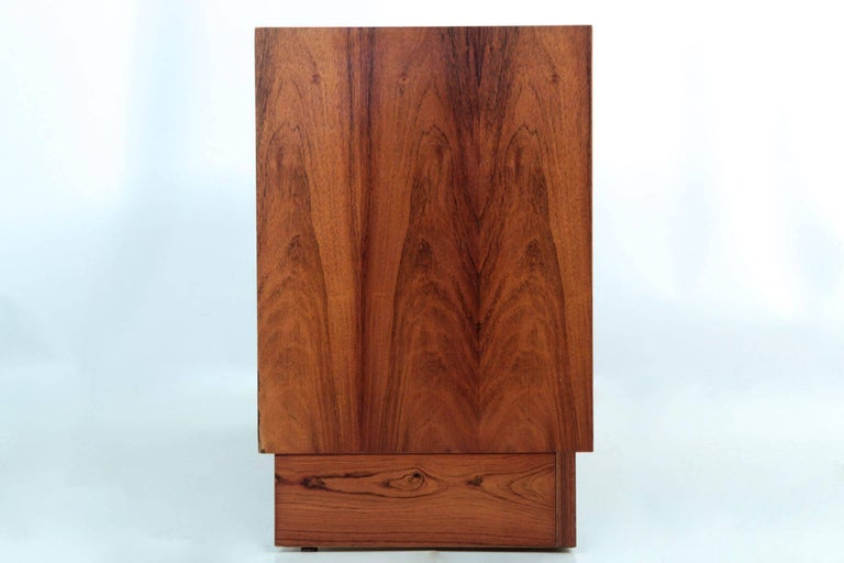 Danish Mid-Century Modern Rosewood Credenza Chest of Drawers by Poul Hundevad For Sale 4