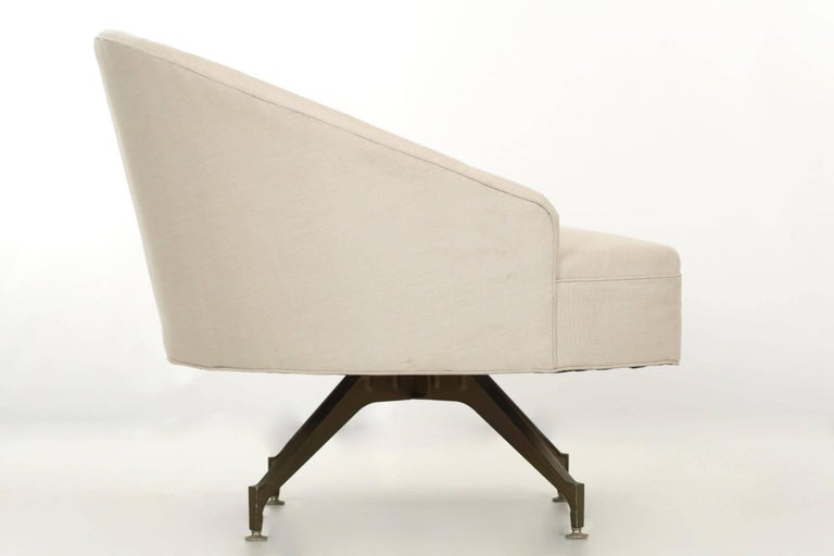 Late 20th Century 20th Century Tufted Linen Vintage Chaise Longue Chair with Ottoman For Sale