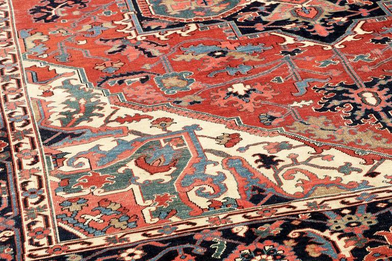 Fine Authentic Persian Antique Heriz Serapi Carpet Rug Circa 1910 In Excellent Condition For