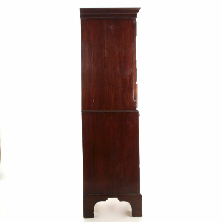 Veneer English George III Flame Mahogany Tall Chest on Chest of Drawers, circa 1780 For Sale