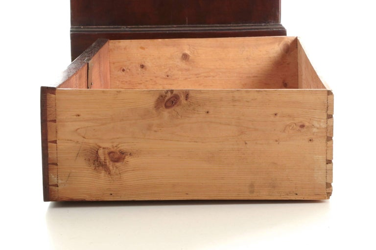 English George III Flame Mahogany Tall Chest on Chest of Drawers, circa 1780 For Sale 3