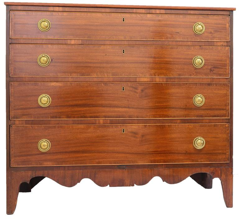 Hand-Crafted American 18th Century Federal Mahogany Chest of Drawers For Sale