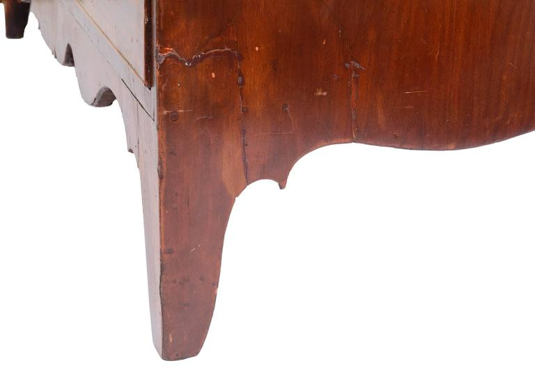 American 18th Century Federal Mahogany Chest of Drawers For Sale 2