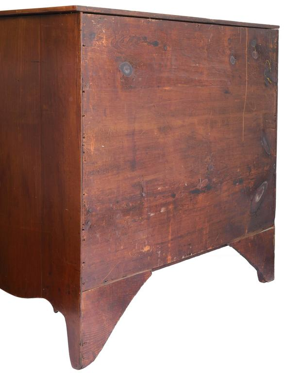 American 18th Century Federal Mahogany Chest of Drawers For Sale 1