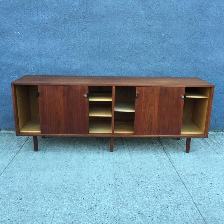 early florence knoll walnut credenza 1950s for sale at. Black Bedroom Furniture Sets. Home Design Ideas