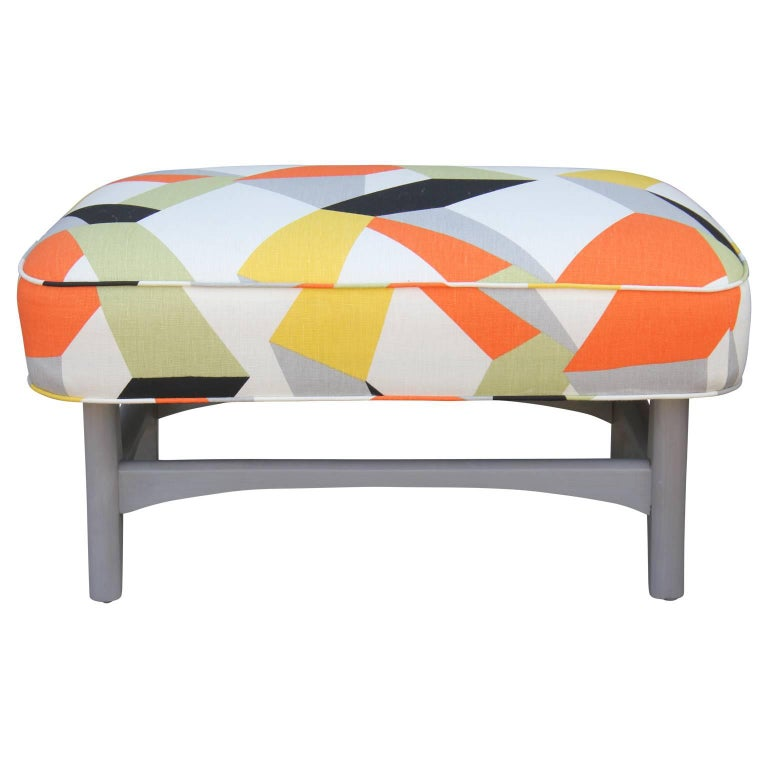 Pair of Modern Lounge Chairs in Gray and Bold Geometric Fabric with Ottoman For Sale 1