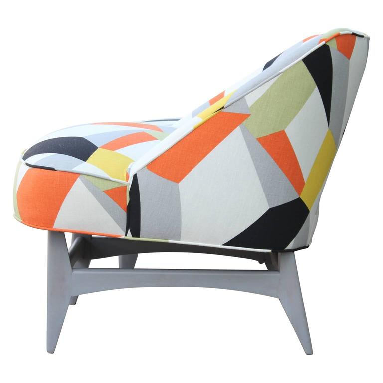 Pair of Modern Lounge Chairs in Gray and Bold Geometric Fabric with Ottoman For Sale 2