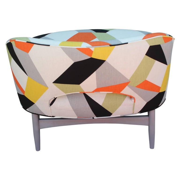 Pair of Modern Lounge Chairs in Gray and Bold Geometric Fabric with Ottoman For Sale 3