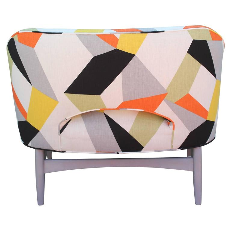 Pair of Modern Lounge Chairs in Gray and Bold Geometric Fabric with Ottoman For Sale 4