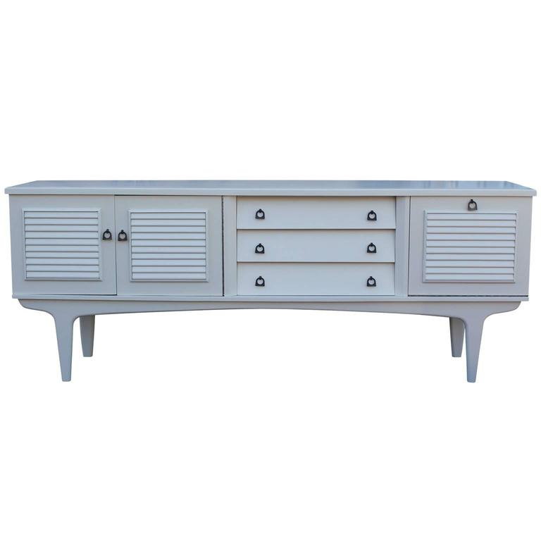 Charming Mid-Century Modern Sideboard Lacquered in Pale Grey