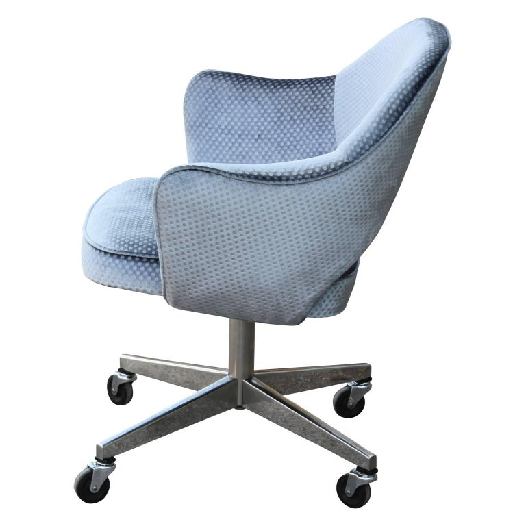Modern Knoll Eero Saarinen Executive Desk Chair In Blue