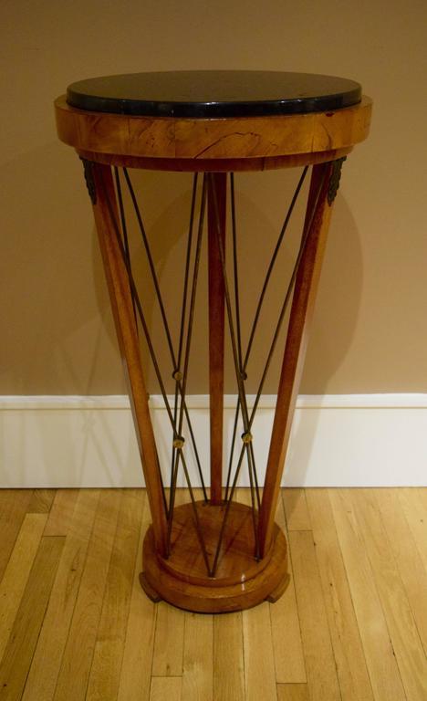 Veneer Pair of American 1940s Neo-Classical Pedestals For Sale
