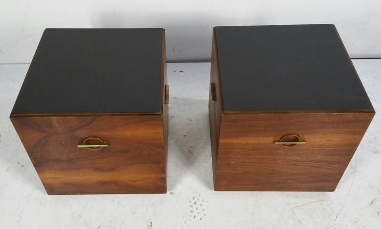 20th Century Midcentury Minimalist Cube Tables or Stands in Walnut and Brass by Lane For Sale