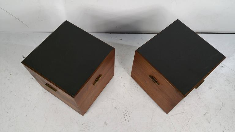 Mid-Century Modern Midcentury Minimalist Cube Tables or Stands in Walnut and Brass by Lane For Sale