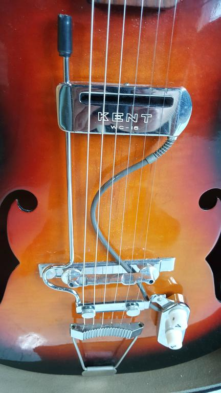 Great player... sounds amazing,, classic 1950s acoustic/ electric jazz guitar made by Silvertone,, Retains original Kent floating pick-up.Wonderful tone,,straight neck,,perfect intonation,,low action..