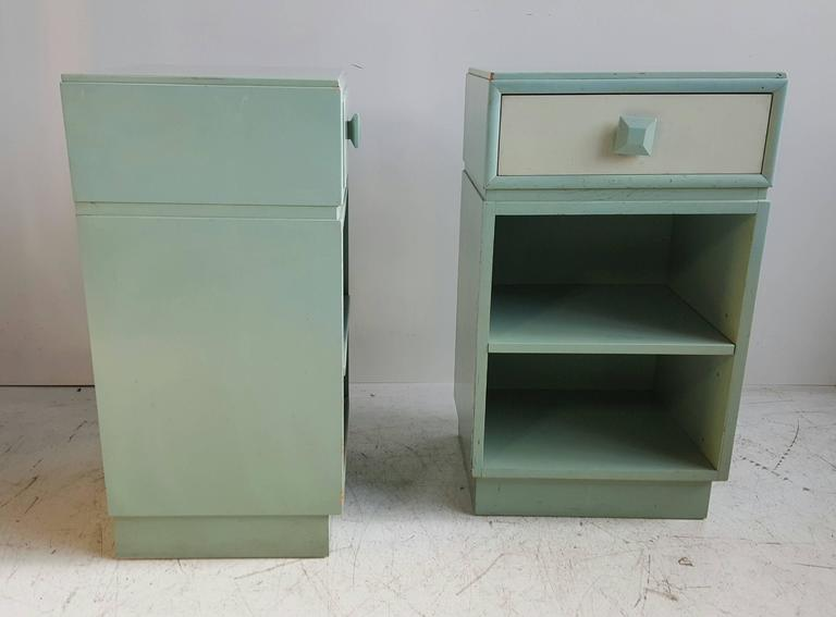 Classic Mid-Century Modern Night Stands/Tables by Kittinger In Good Condition For Sale In Buffalo, NY