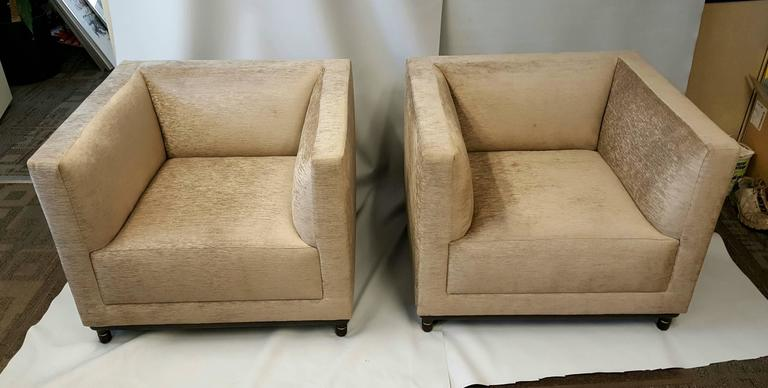 Contemporary Classic Pair of Oversized Even Arm Lounge Chairs by Bernhardt Design For Sale
