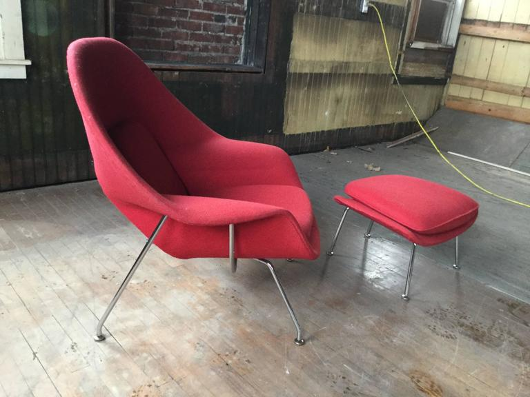Mid Century Modern Eero Saarinen Womb Chair And Ottoman For Knoll For Sale