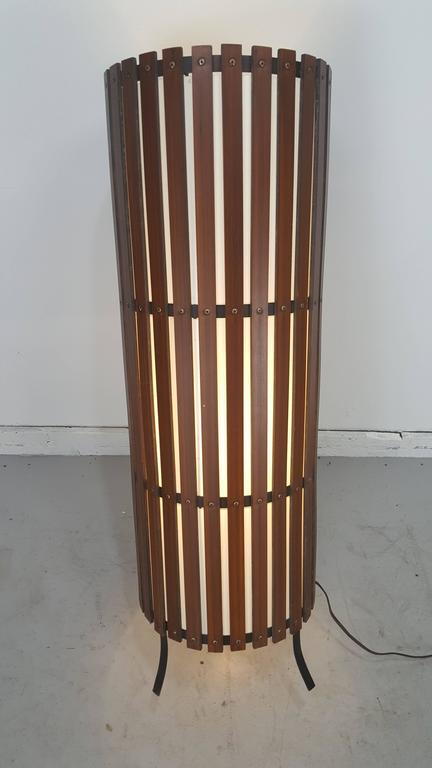 Contemporary  Modernist Walnut Slat Wood Cylinder Floor Lamp In Good Condition For Sale In Buffalo, NY