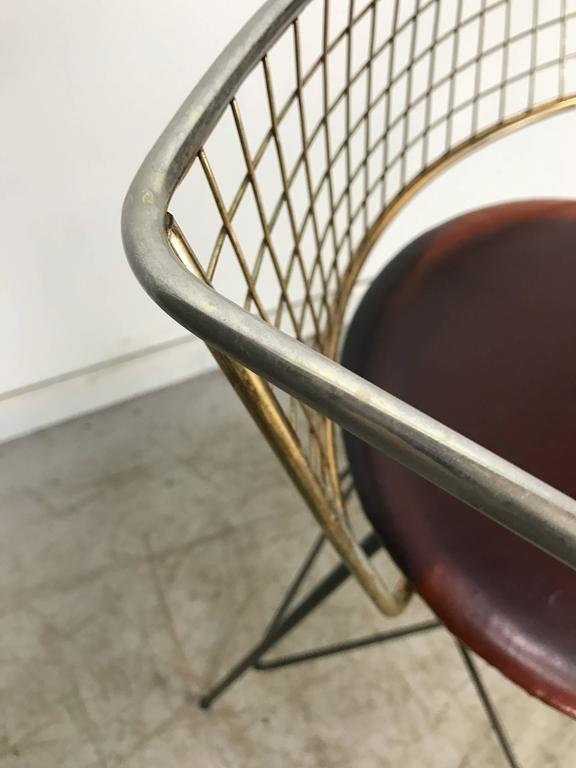 Classic Mid-Century Modern Brass and Wire Iron Stool For Sale 2
