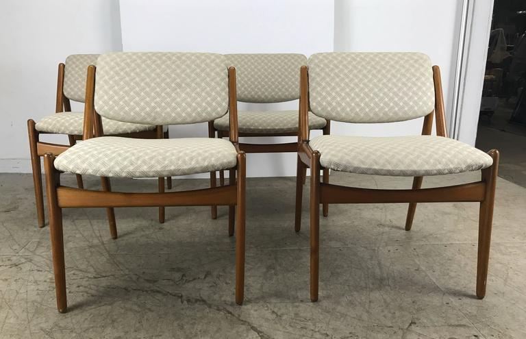 Scandinavian Modern Set of Four Solid Sculptural Teak Dining Chairs by Arne Vodder, Denmark For Sale