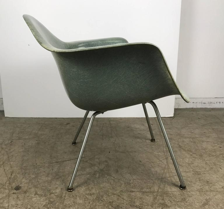 Mid-Century Modern Classic Modernist Charles and Ray Eames Arm Shell Lounge Chair, Zenith For Sale