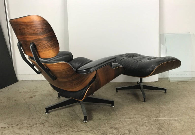 Classic rosewood and black leather lounge chair and ottoman, 670 & 671 designed by Charles and Ray Eames manufactured by Herman Miller, nice early version circa 1964, richly grained rosewood, nice original condition, minor wear to leather as well as