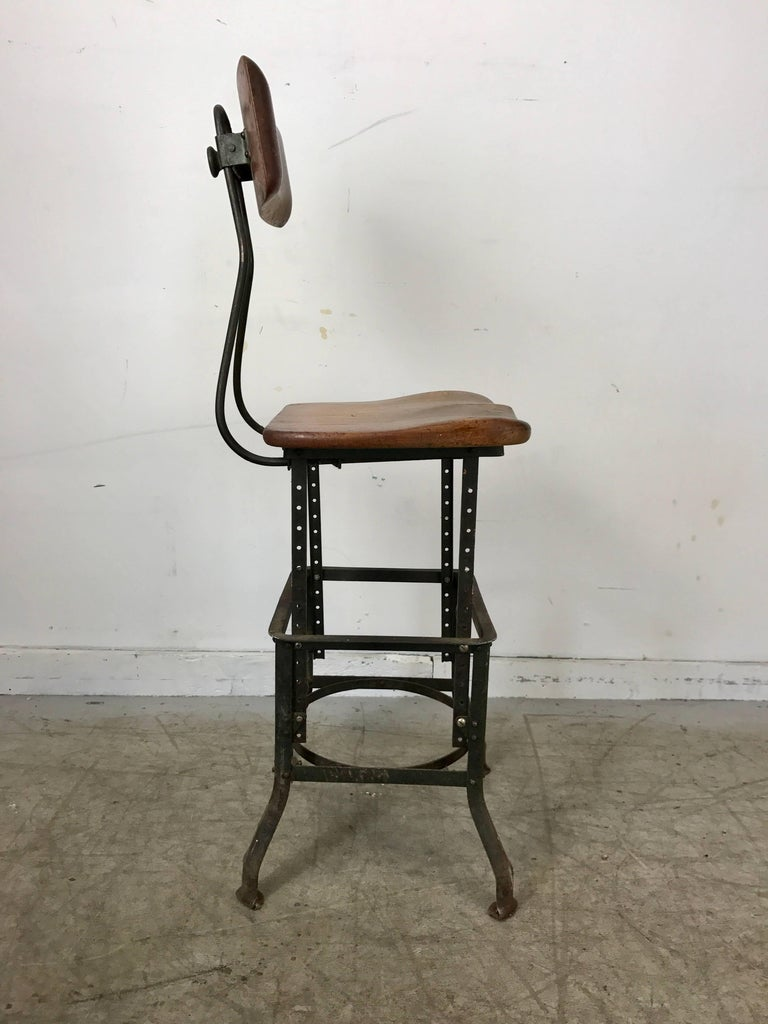 Early Adjustable Industrial Machinist Stool, Manufactured by Toledo In Distressed Condition For Sale In Buffalo, NY