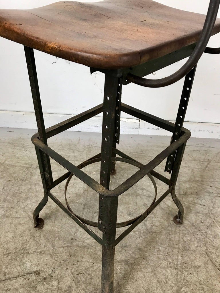 Early Adjustable Industrial Machinist Stool, Manufactured by Toledo For Sale 2