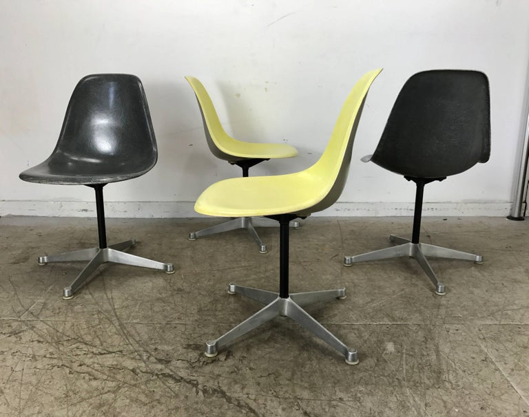 Classic Charles and Ray Eames Dinette Set, Aluminum & Fiberglass, Herman Miller 5