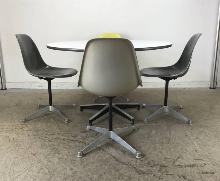Classic Charles and Ray Eames Dinette Set, Aluminum & Fiberglass, Herman Miller 9