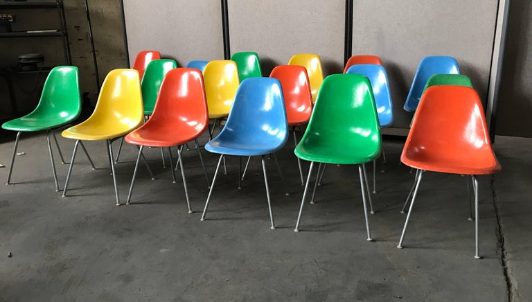20th Century Set of 18 Charles and Ray Eames Fiberglass Scoop Shell Chairs DSX Herman Miller For Sale