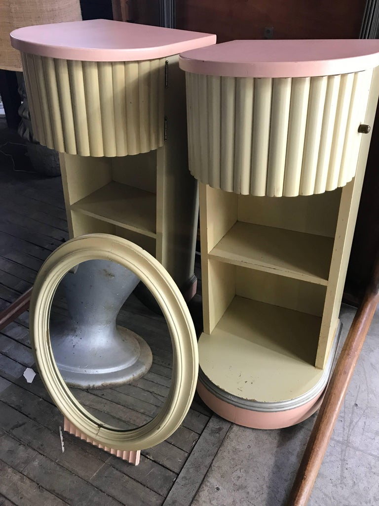 Classic American Art Deco Dresser Mirror, Kittinger Furniture For Sale 1