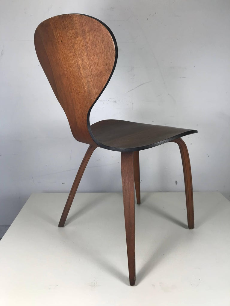 Classic Mid-Century Modern Plywood Chair by Norman Cherner for Plycraft In Good Condition For Sale In Buffalo, NY