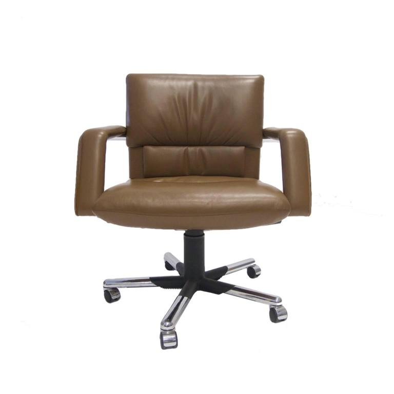 mario bellini for vitra leather swivel and tilt executive desk or office chair for sale at 1stdibs. Black Bedroom Furniture Sets. Home Design Ideas