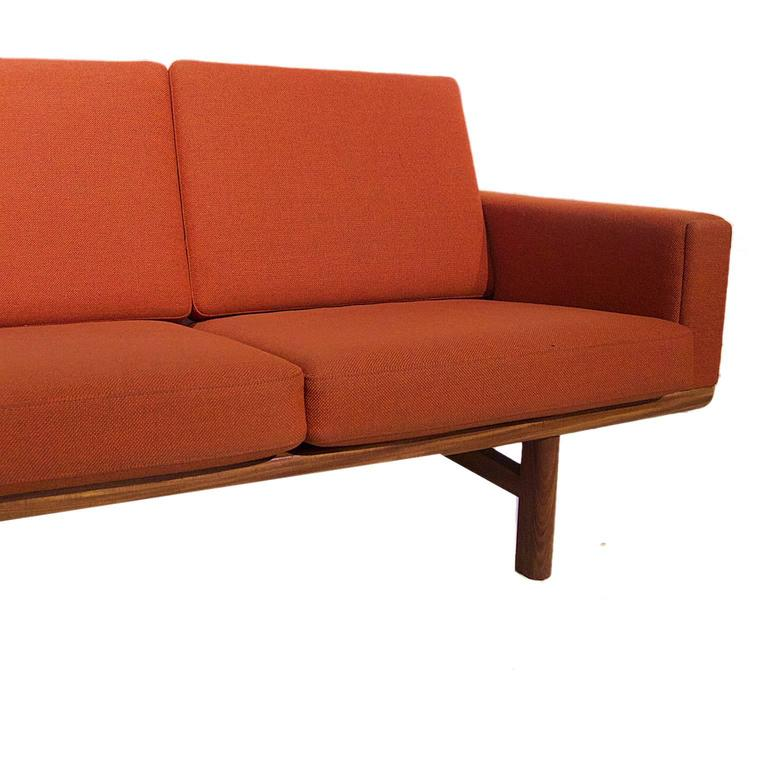 Hans Wegner Ge236/4 Sofa by GETAMA in Teak 5