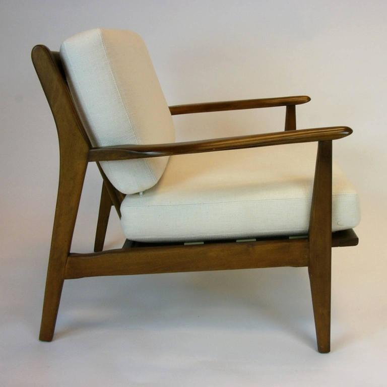 stunning pair of mid century modern walnut lounge chairs at 1stdibs