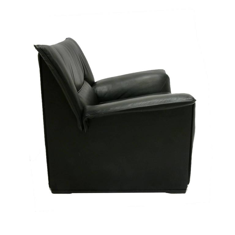Mid-Century Modern Afra and Tobia Scarpa for B & B Italia Black Leather Lounge Chair For Sale