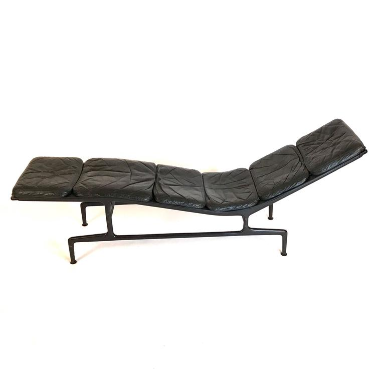 charles eames for herman miller 39 39 billy wilder 39 39 leather chaise lounge at 1stdibs. Black Bedroom Furniture Sets. Home Design Ideas