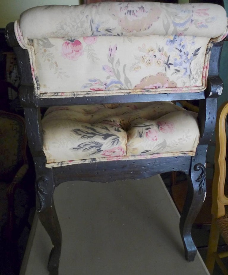 Fabric English 19th Century Upholstered Mahogany Vanity Bench with Two Side Arm Rests. For Sale
