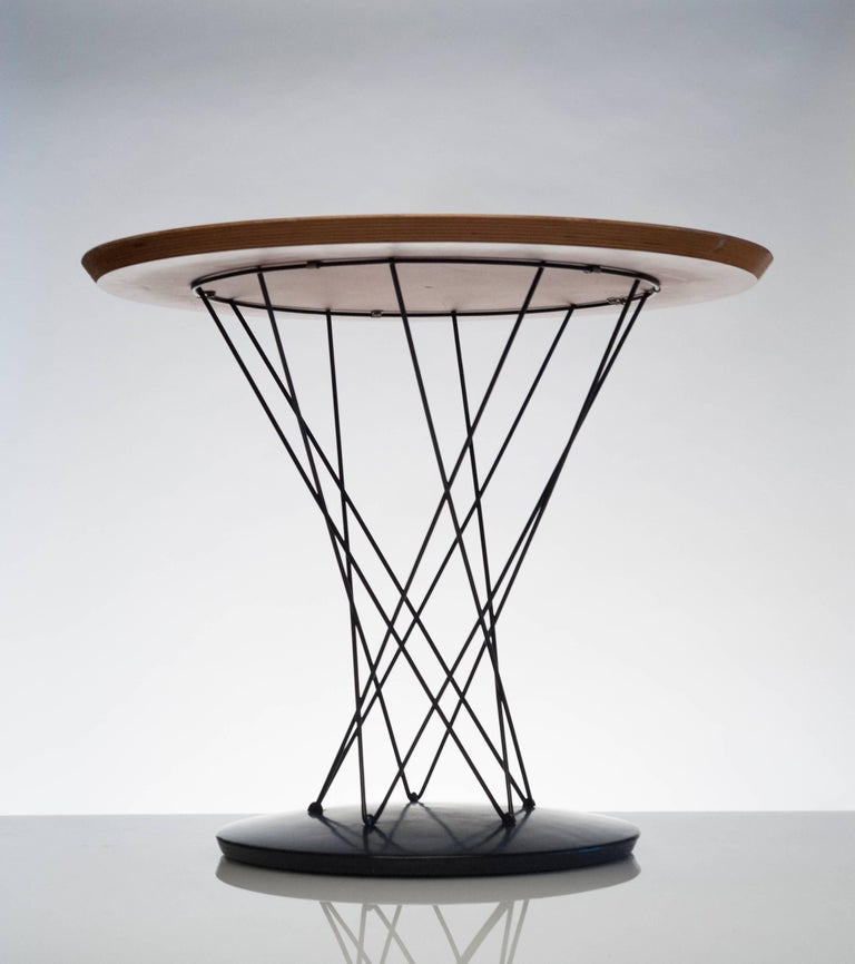 Early Noguchi Cyclone Side Table for Knoll In Excellent Condition For Sale In Washington, DC