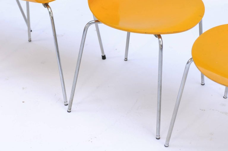 Set of Four 1970s Arne Jacobsen Danish 'Fourmi' Side Chairs with Sunny Color For Sale 1