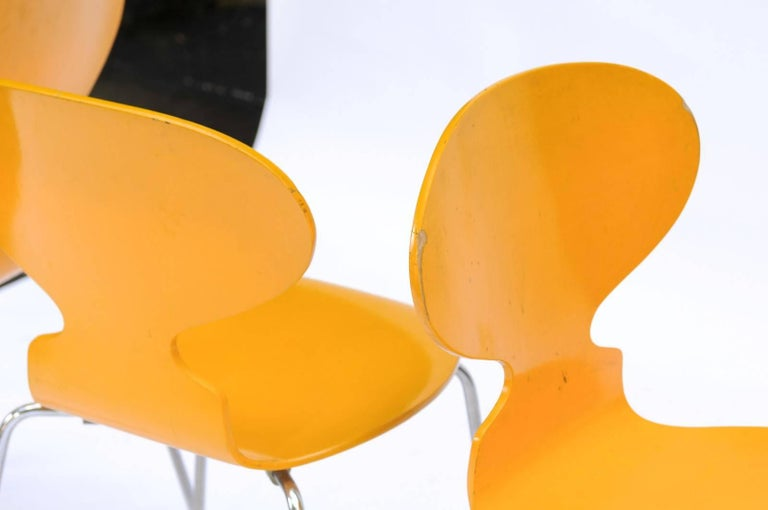 Set of Four 1970s Arne Jacobsen Danish 'Fourmi' Side Chairs with Sunny Color For Sale 2