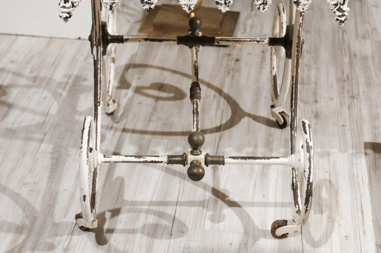 French 1920s White Painted Iron Pastry Table with Marble Top and Brass Accents For Sale 8