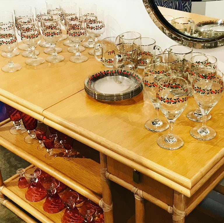 Mid-Century Modern McGuire Bamboo Laminate & Brass Expandable Bar Server Buffet In Good Condition For Sale In Houston, TX