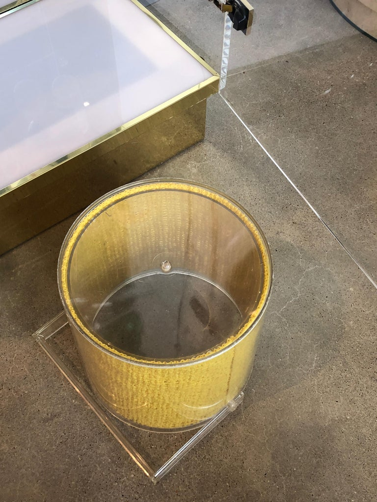 Mid Century Modern Georges Briard Embedded Raffia Lucite Covered Ice Bucket For Sale 2