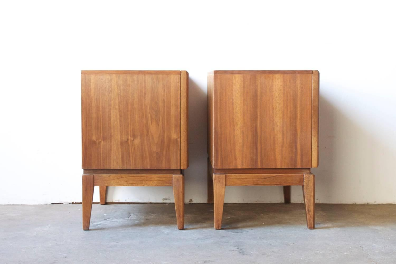 Mid Century American Walnut End Tables At 1stdibs