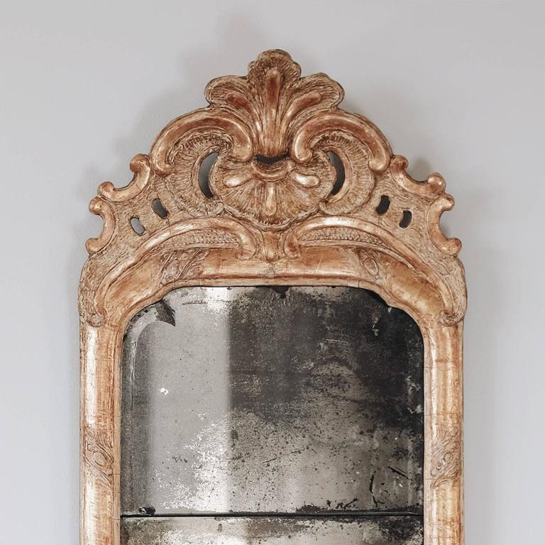 18th Century Swedish Rococo Giltwood Mirror In Good Condition In Helsingborg, SE