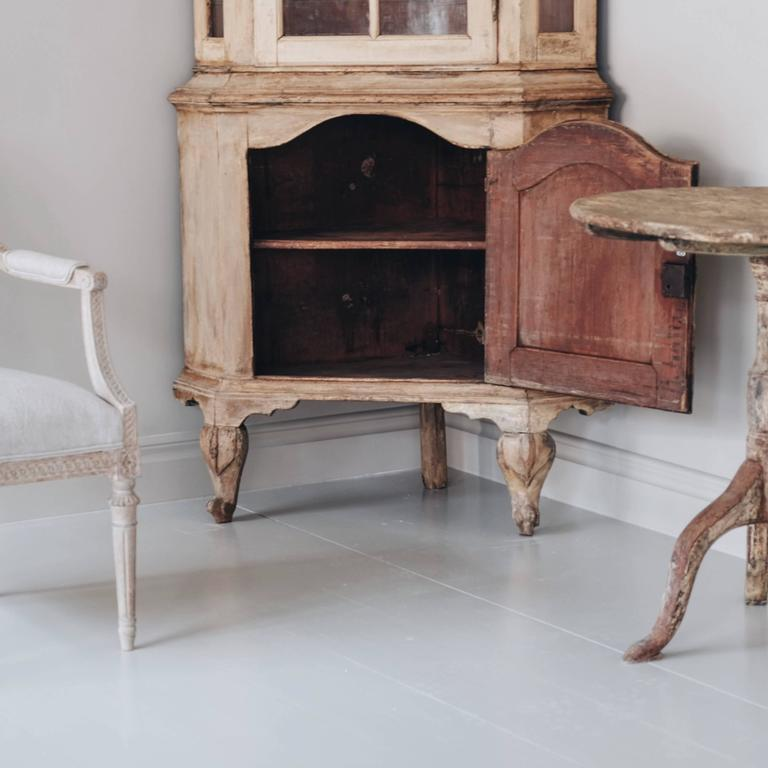 18th Century Swedish Rococo Corner Cabinet In Good Condition For Sale In Helsingborg, SE