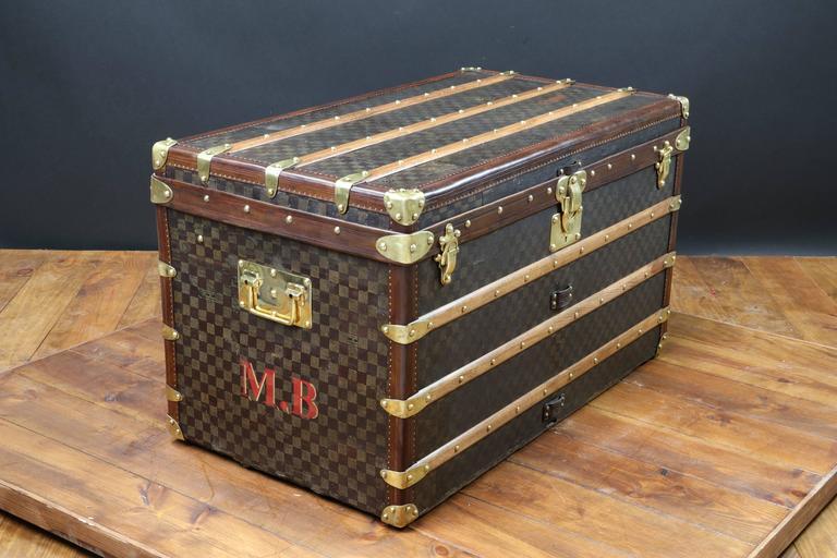 1900s louis vuitton damier canvas steamer trunk malle courrier at 1stdibs. Black Bedroom Furniture Sets. Home Design Ideas